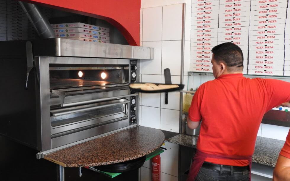 Frisch zubereitet Pizza Frutti di Mare, Pizza Pollo oder Pizza Vegetaria und viele mehr. Wir bereiten Pizza für jeden Geschmack!