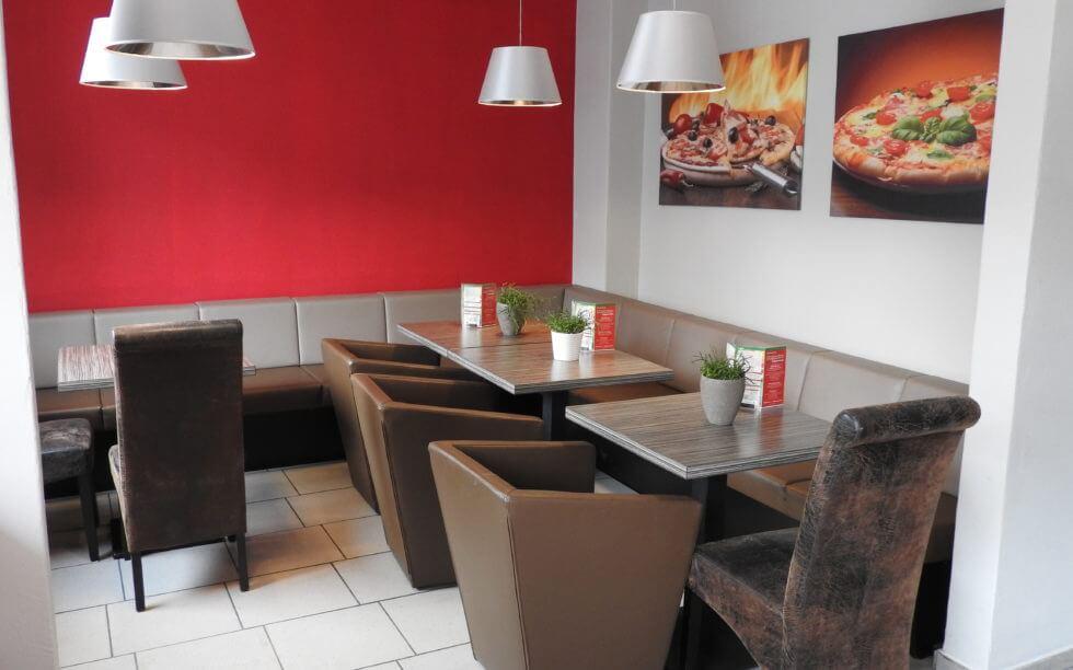 Genießen Sie in gemütlicher Atmosphäre und lassen Sie sich in unserer Pizzeria verwöhnen!